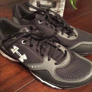 Men's shoes. Size 8.5 UnderArmour with foam